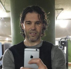 Jaromír Jágr sa počas kampane pre Huawei neváhal fotiť iPhonom. Zdroj foto: Facebook